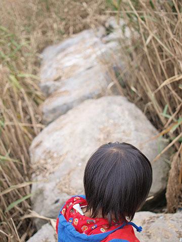 巨石の回廊を跳ね歩く