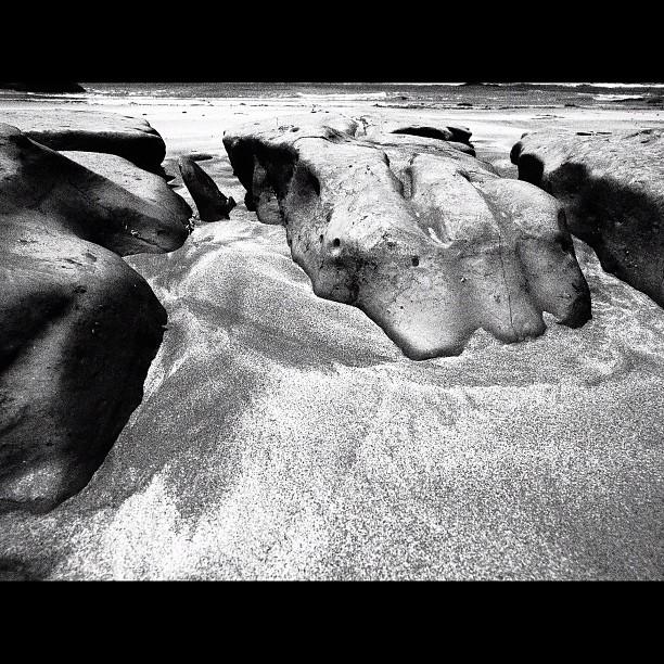 Rock & Sand / #sea #bw #blackandwhite #monochrome