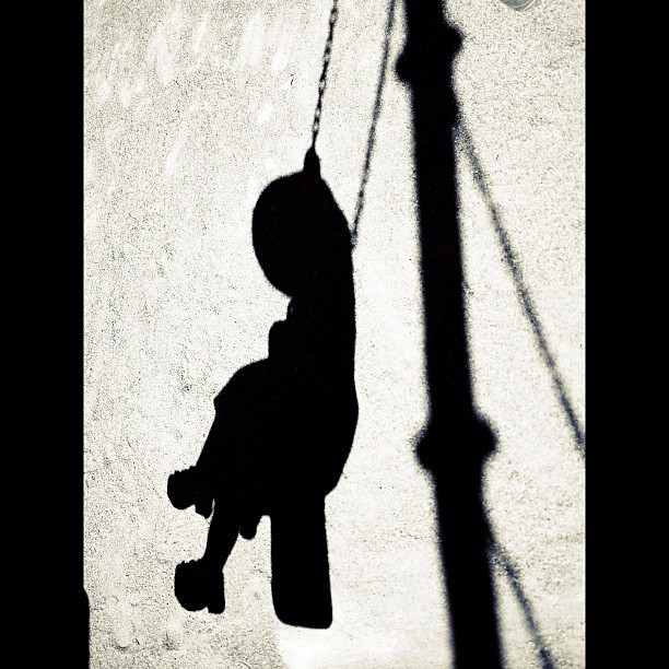 Shadow /  #kids #shadow #bw#blackwhite#blackandwhite#monochrome