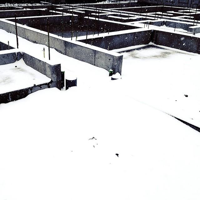 Snowy maze